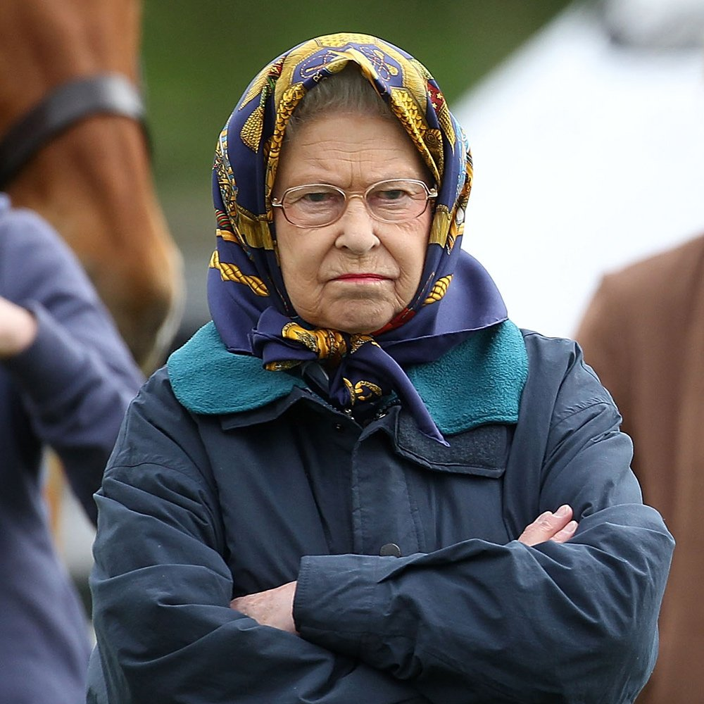 one-amused-guide-queen-many-faces